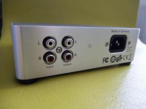PIC_beyerdynamic-Kopfhoererverstaerker-headphone-amp-A20_amp-connections-back_.jpg